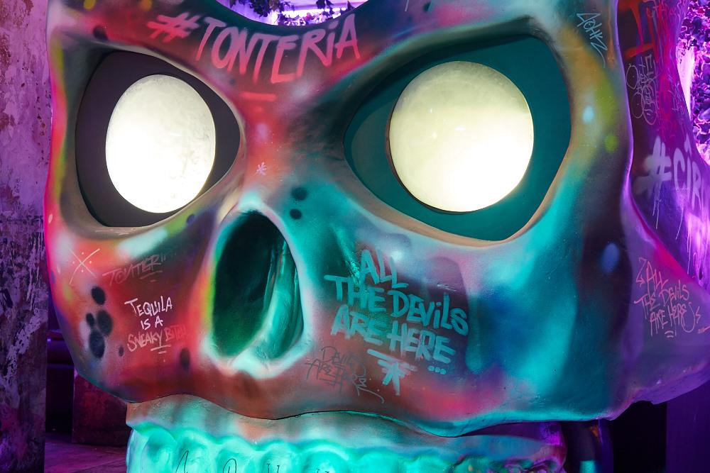 scenetec-skull-dj-booth-3